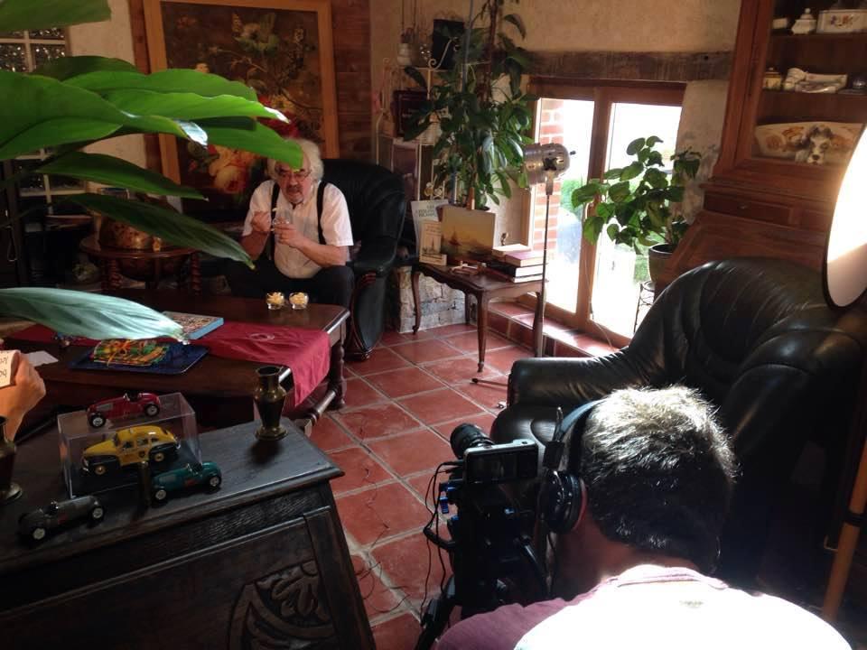 acteur dans fauteuil avec cameraman